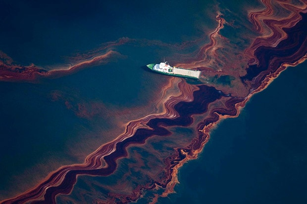oil-spill-ship_1631749i